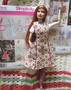 Vero models a dolly apron